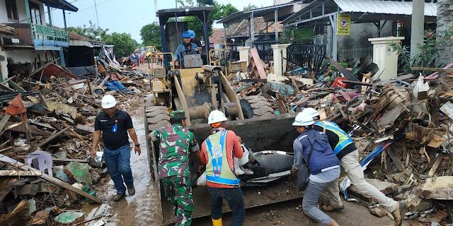 Tsunami Lamsel, PT. PP Bantu Alat Berat, Sembako dan Obat-obatan