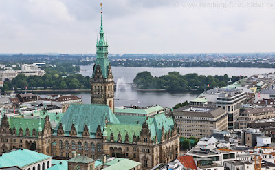 Hamburger Rathaus von oben - Blick von der St. Nikolai Kirche