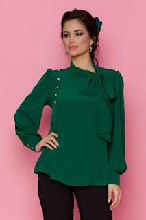Bluza LaDonna verde cu detaliu stil esarfa la guler si nasturi decorativi tip bijuterie