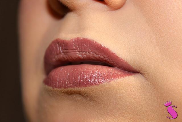 020 Nude York City Style auf den Lippen