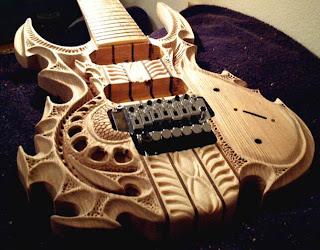 diseño de guitarras talladas a mano.