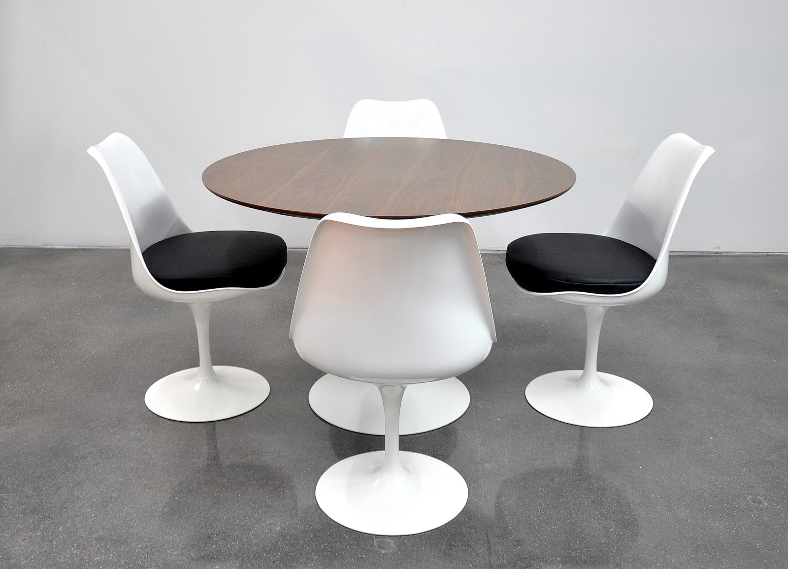 Select Modern Eero Saarinen For Knoll Tulip Dining Set