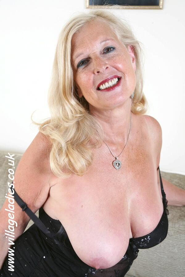Mature posture tits