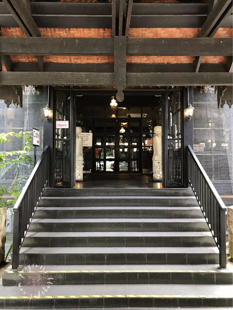 entrance-staircase
