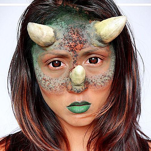 Maquillaje original y divertido de chica dinosaurio