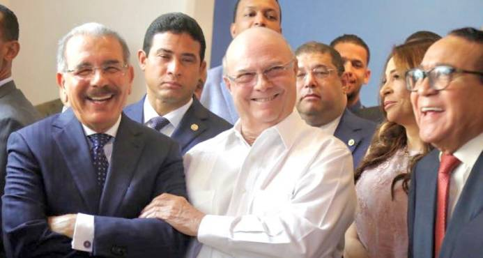 """Danilo Medina e Hipólito Mejía comparten con """"alegría y amistad"""""""