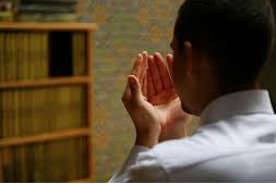 Bacaan Doa Qunut Bahasa Arab, Latin, & Terjemahan