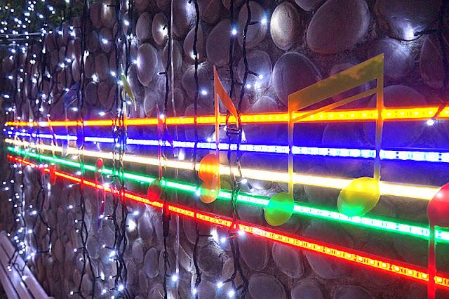 DSC06506 - 太平景點│臺中市屯區藝文中心傘亮花博裝置藝術,帶我走或把傘留給我