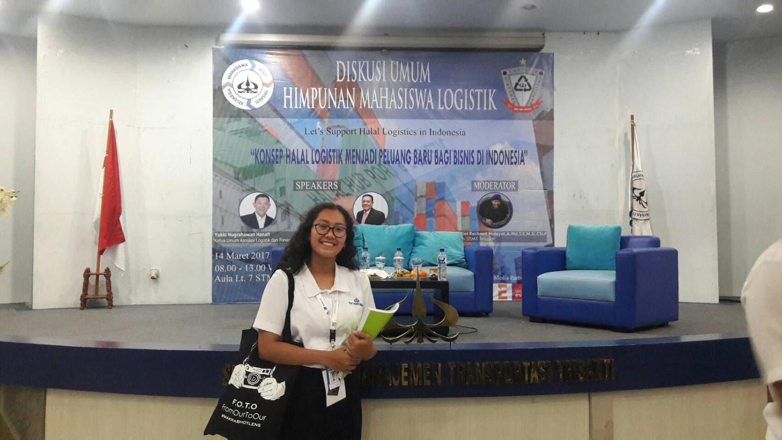 Aprina Elisabeth Angelina Ghita Top Putih Diskusi Umum Himpunan Mahasiswa Logistik 2017
