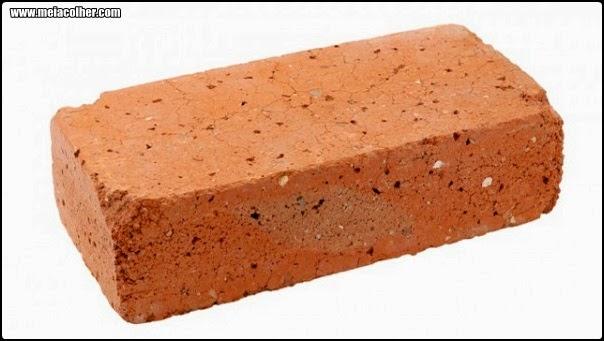 tijolo feito de barro cru