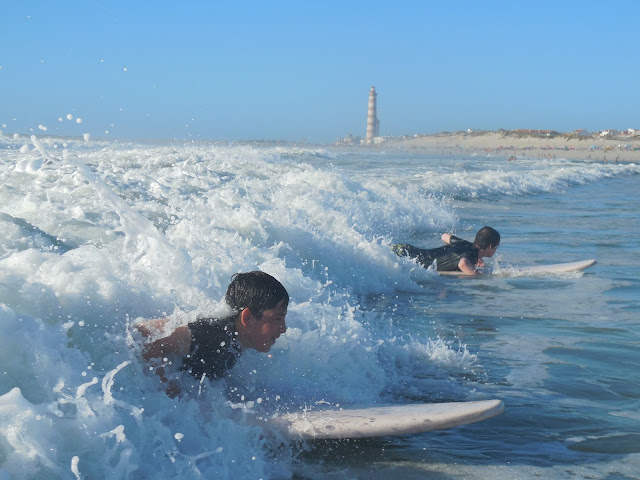 stan-and-dieye-riding-waves-at-praia-da-barra-portugal-surf-trip-2015-atlantic-ocean-spaander-sealiberty-cruising