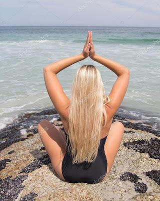 pose tumblr de espalda en la playa