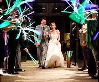saída dos noivos, casamento, noivos, noiva, noivo, cerimônia, saída, neon