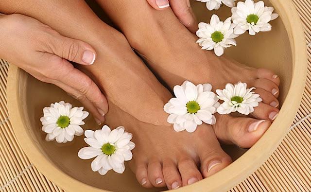 Рецепты домашней косметики для ног: маски, кремы, скрабы и другое, лечение трещин на пятках в домашних условиях, удаление мозолей народными методами, натуральные средства ухода за ногами, нородная медицина, http://prazdnichnymir.ru/