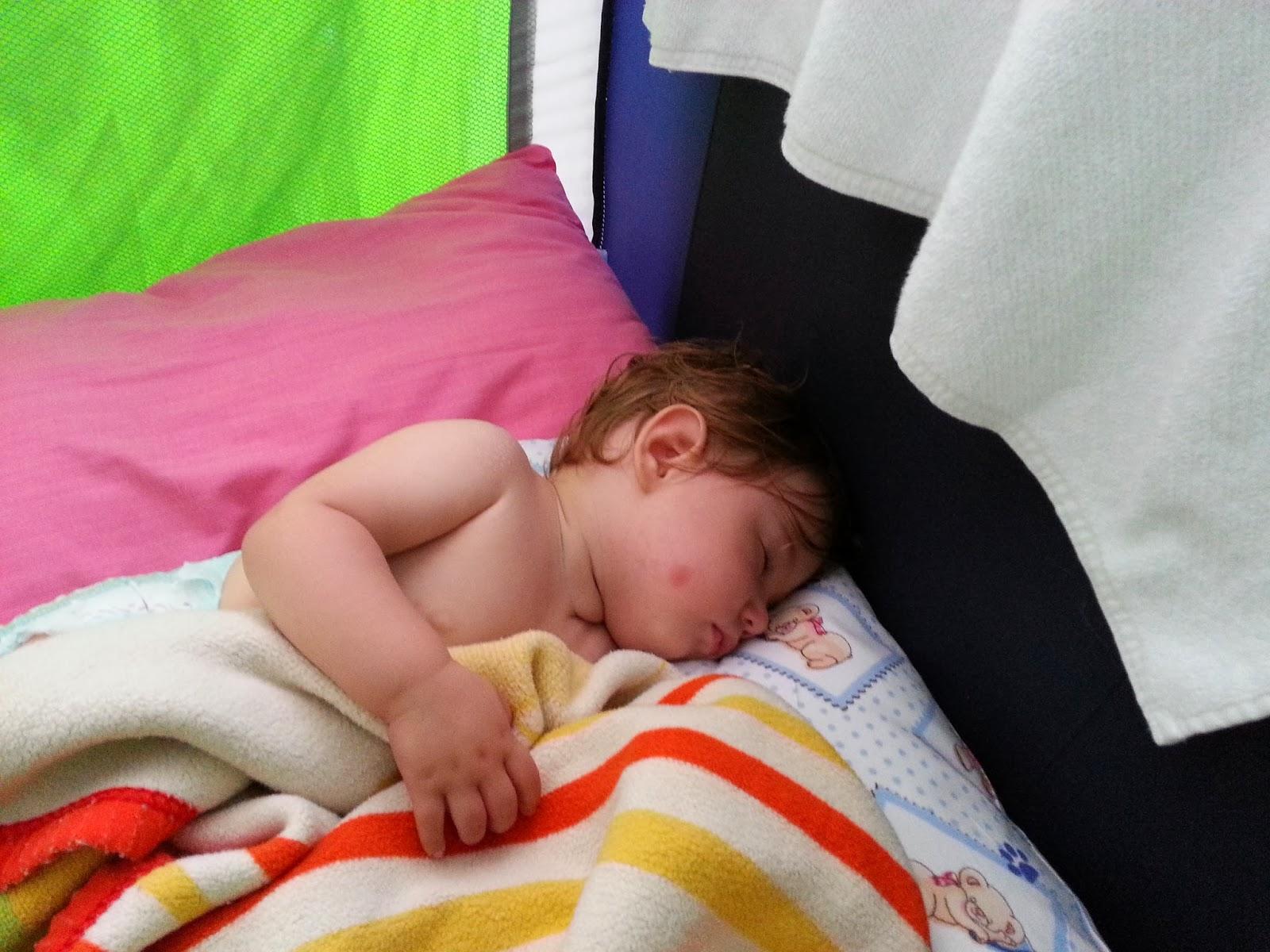 Bir özünde kışın yeni doğmuş bir bebek giyinmek nasıl: yararlı