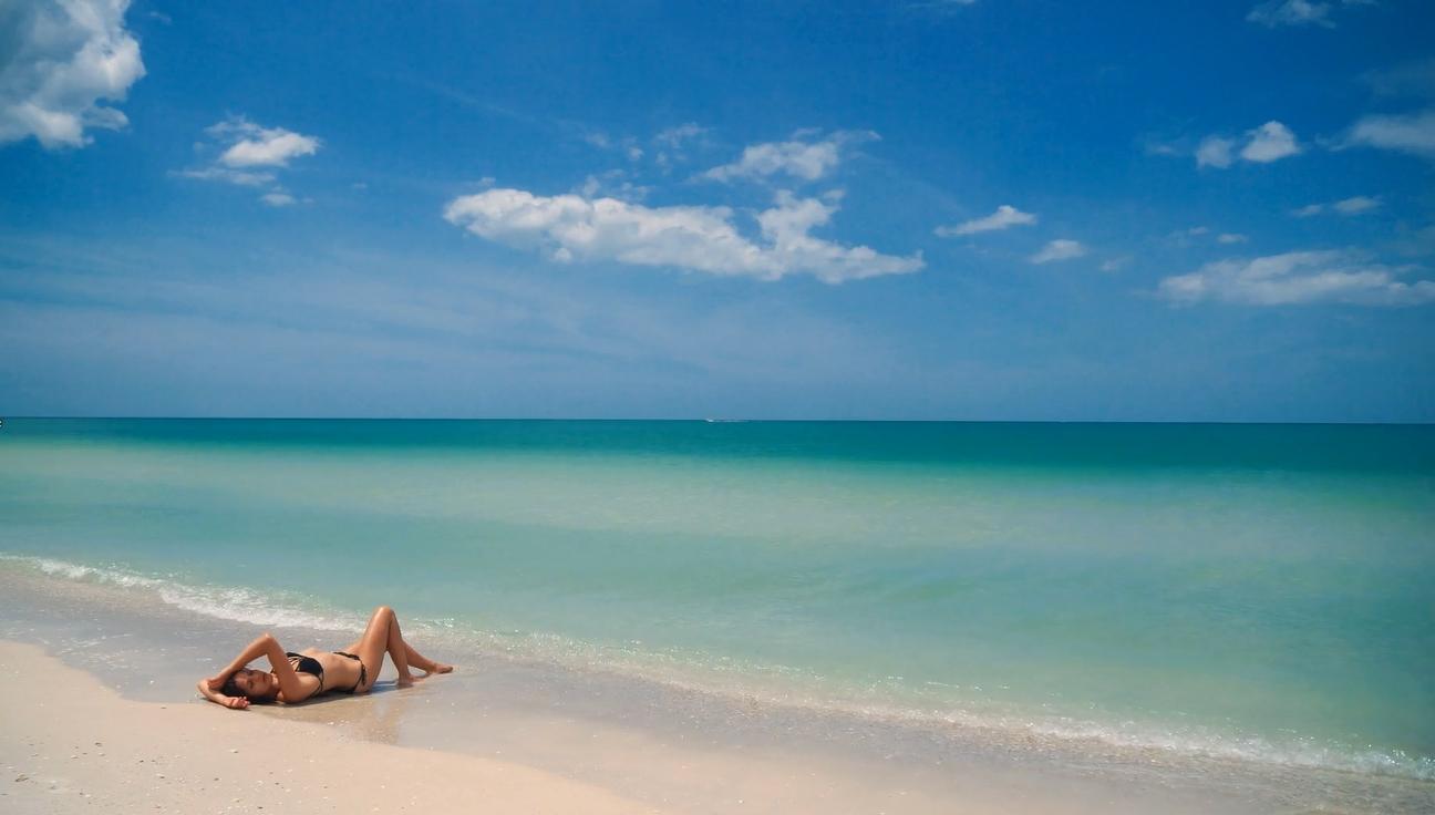 Bikini On Beach HD Live Wallpaper Engine