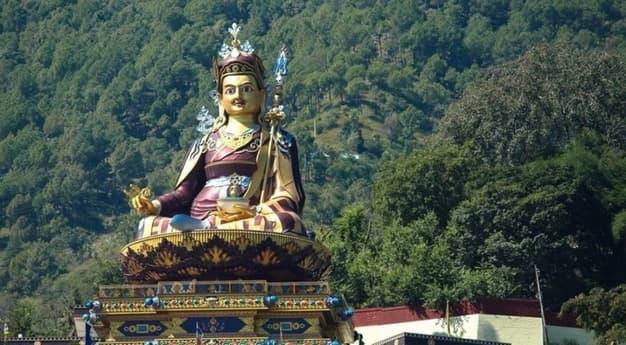 yourtravel.ooo-close-up-of-padmasambhava-statue