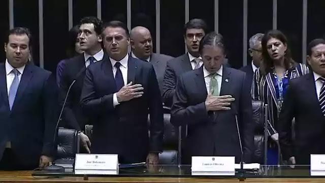 Jair Bolsonaro é oficialmente empossado Presidente da República