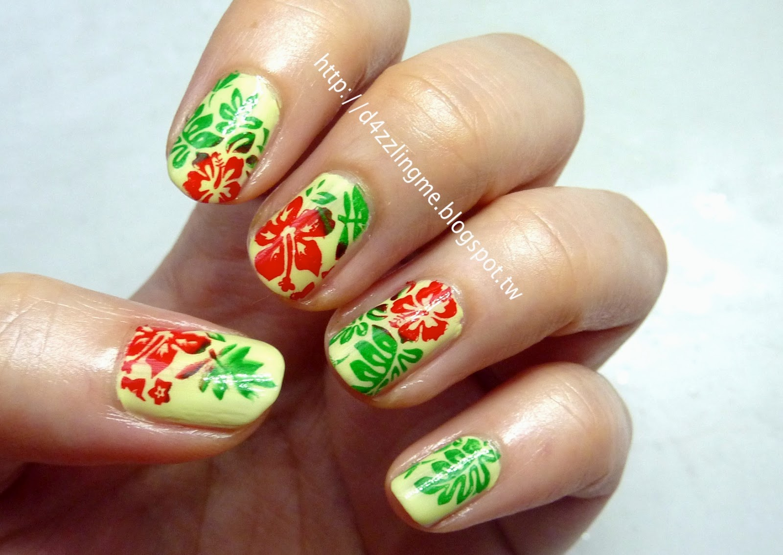 D4zzling Me: Tropical Flower Nails: Using Moyou London ...