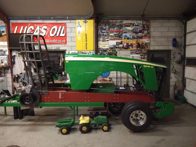 Super Stock Tractor Pulling Engines : Tractor pulling news pullingworld new john deere