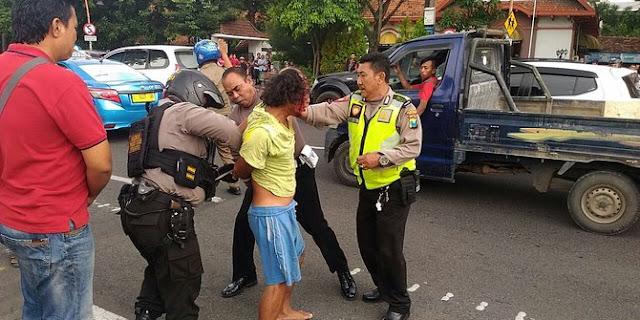 Gatot, Pelempar Bom Molotov ke Gedung Grahadi Surabaya ternyata sakit jiwa