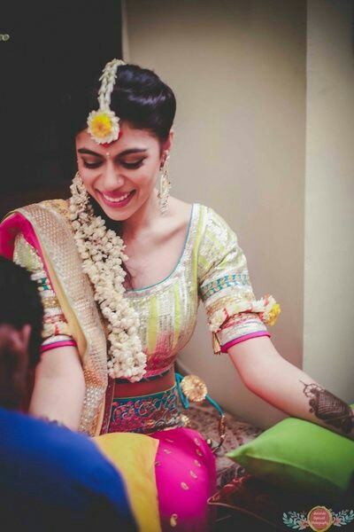 Mehndi Hairstyles Easy : Easy hairstyles for your mehndi ceremony bling sparkle
