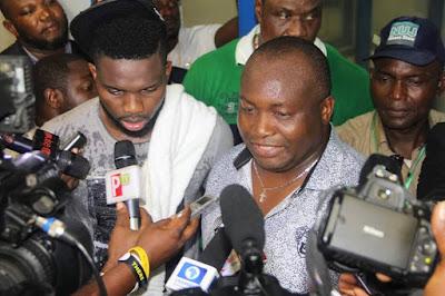 Ifeanyi Ubah congratulates Yobo after testimonial match