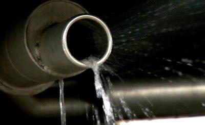 knalpot motor keluar air banyak