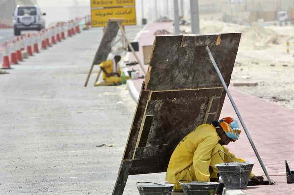 Οι εργάτες δουλεύουν 14 ώρες την ημέρα στους 48 ºC