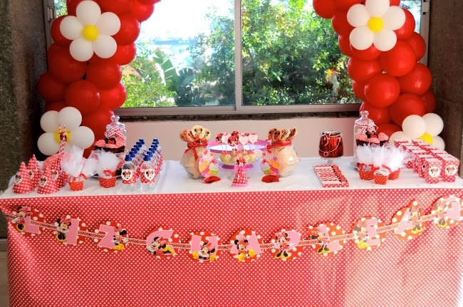 Pastel Doble Vista Double Sided Cake: Flavours & Frosting: Minnie Mouse Dessert Table