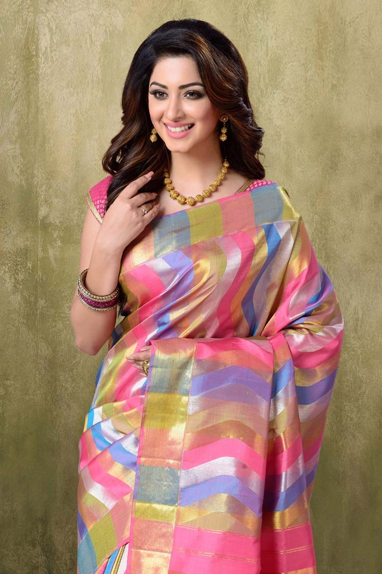Ethnic Indian Saree For Bride: Indian Trendy And Chic Wedding Ethnic Wear Dresses For