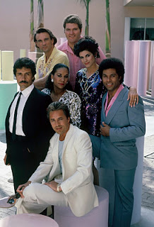 Fotografía con los principales actores de la serie Miami Vice con Don Johnson. Philip Michael Thomas, Edward James Olmos, John Dihel, Sandra Santiago y Olivia Brown