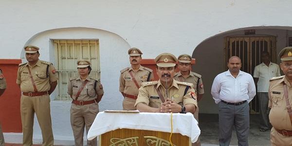policeline-me-dono-mahapurusho-ke-chitr-pr-pushp-arpit-kar-shradhanjali-arpit-ki-gayi