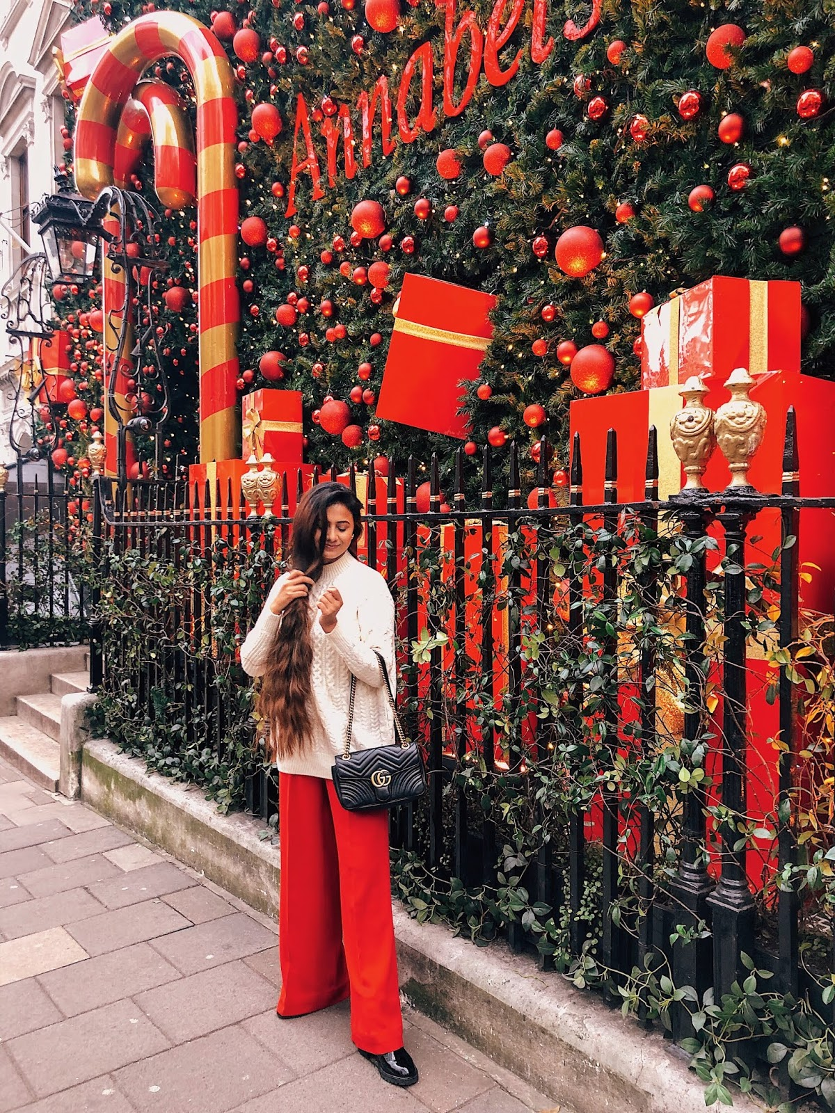 christmas in london, christmas decoration in london, christmas 2018, christmas decoration london 2018, indian blogger, london blogger, annabels mayfair, annabels mayfair christmas decoration, london street style, christmas outfit, wear in london during christmas