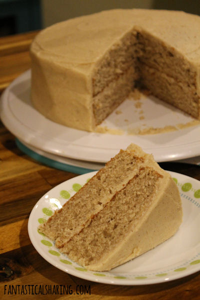 Snickerdoodle Cake // This homemade layer cake tastes just like a snickerdoodle cookie! #recipe #cake #snickerdoodle #dessert