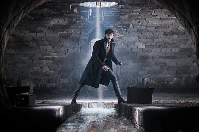 Mais fotos (sem marca-d'água) de 'Os Crimes de Grindelwald' são divulgadas | O Magizoologista está em um túnel (talvez procurando alguma criatura mágica?) | Ordem da Fênix Brasileira