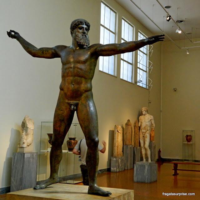 Estátua de Zeus no Museu de Arqueologia de Atenas