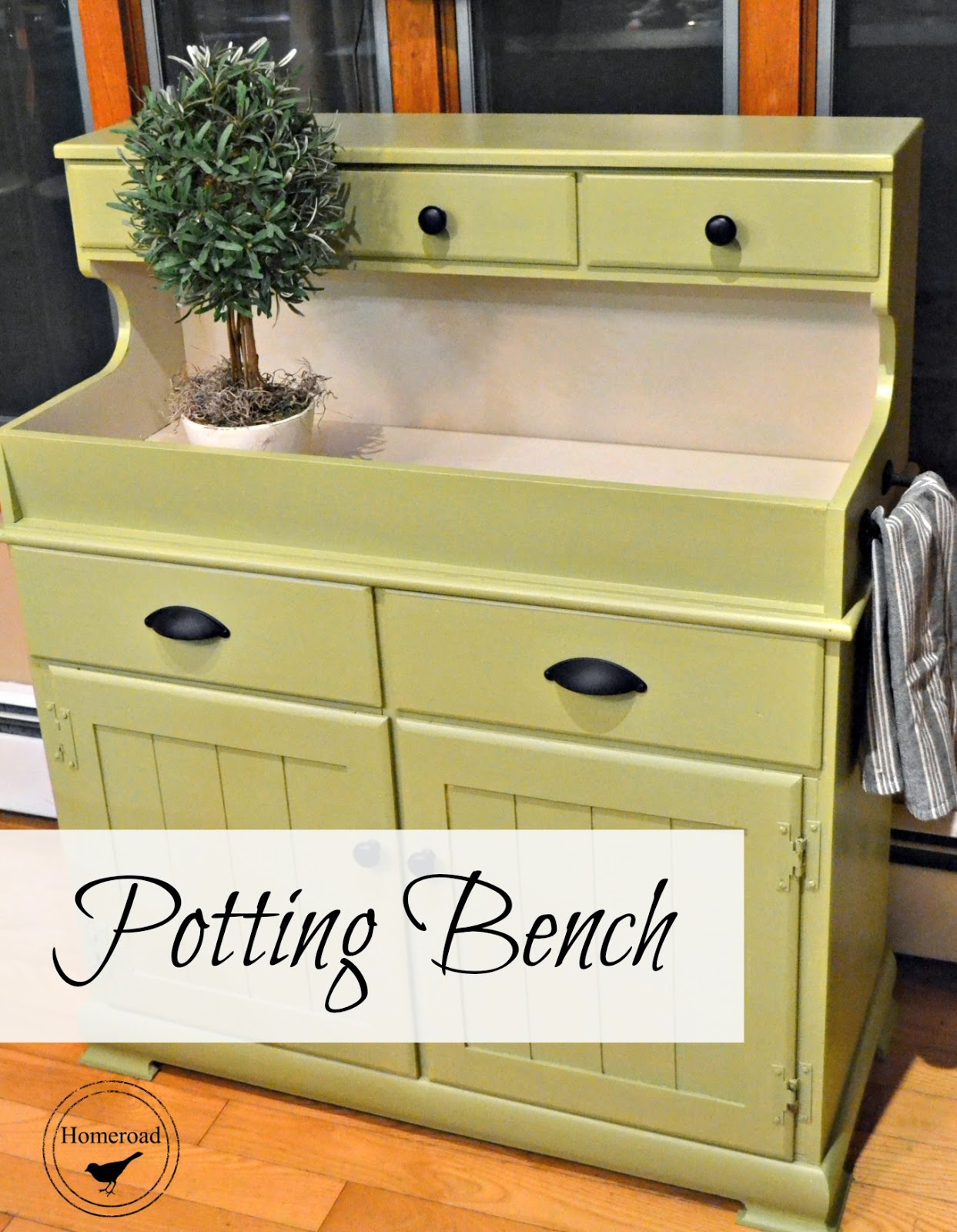 Pretty-green-potting-bench www.homeroad.net