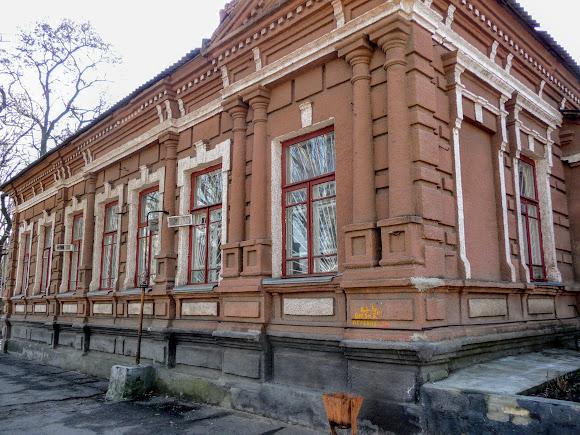 Славянск. Бывшая церковно-приходская школа. 1870 г. Медицинская лаборатория