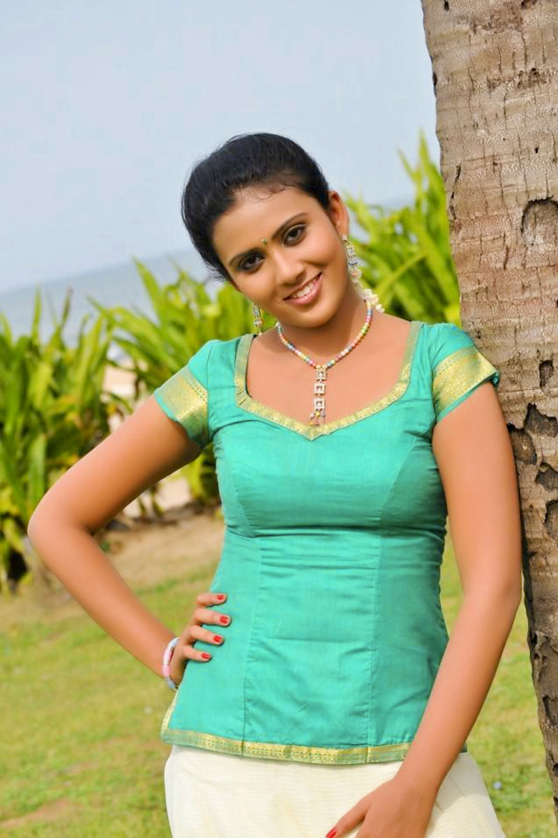 CUTE SOUTH INDIAN ACTRESS IN BLOUSE HD WALLPAPERS