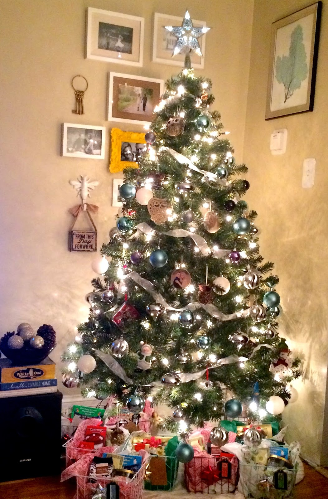 Why do we decorate our houses at christmas - I Always Try To Put The Tree Up Around Thanksgiving And That Was No Different This Year Decorating The Inside Of Our House Was The Easy Part For Me
