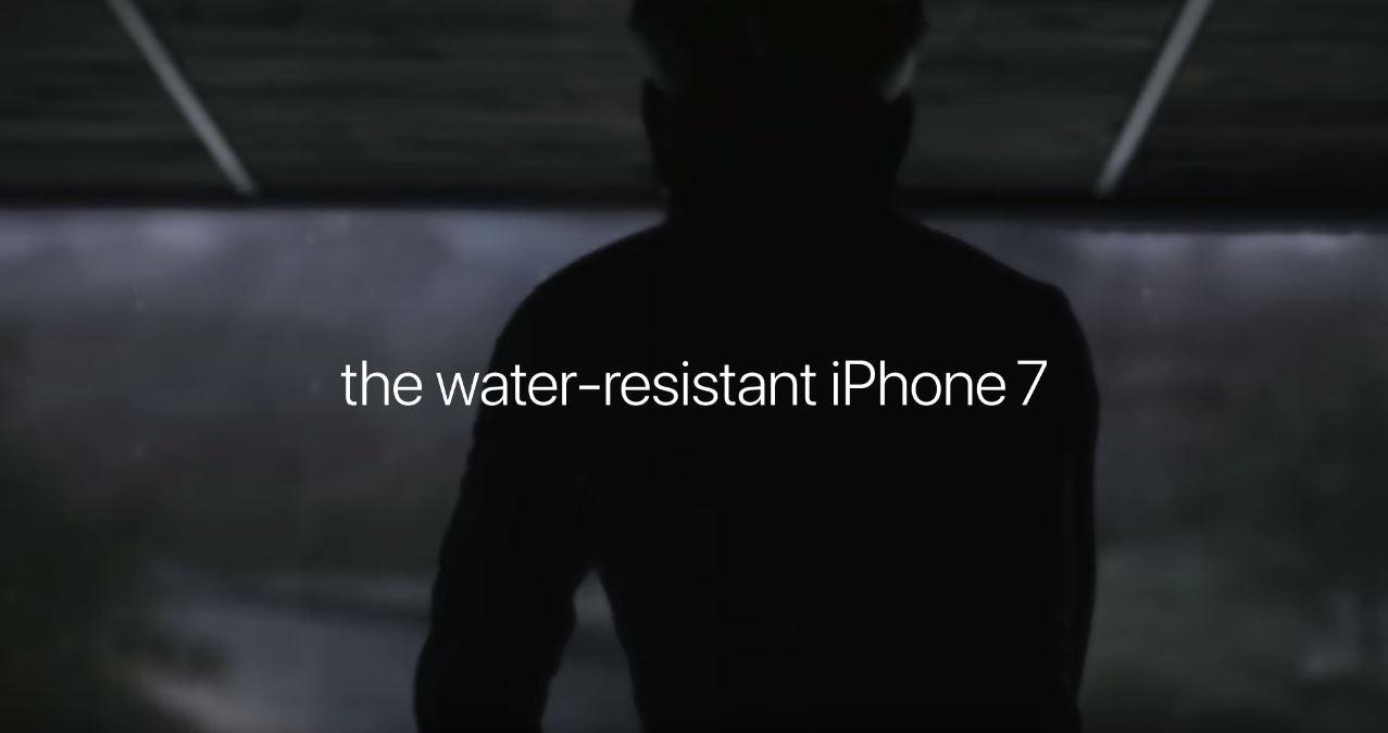 Canzone Apple iPhone 7 'spot giro in bici sotto la pioggia' Pubblicità