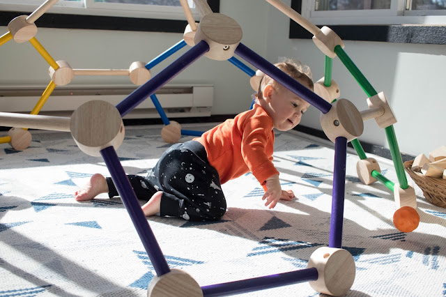 Observations of Montessori play at 16 months