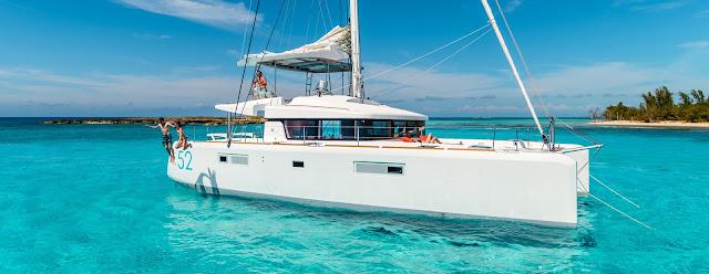 Catamaran aux Caraibes dans l'archipel des Antilles