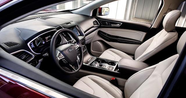Interior view of 2019 Ford Edge Titanium