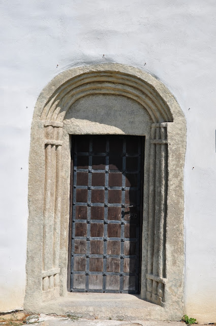 przedromański i romański kościół w Kostoľany pod Tribečom - portal