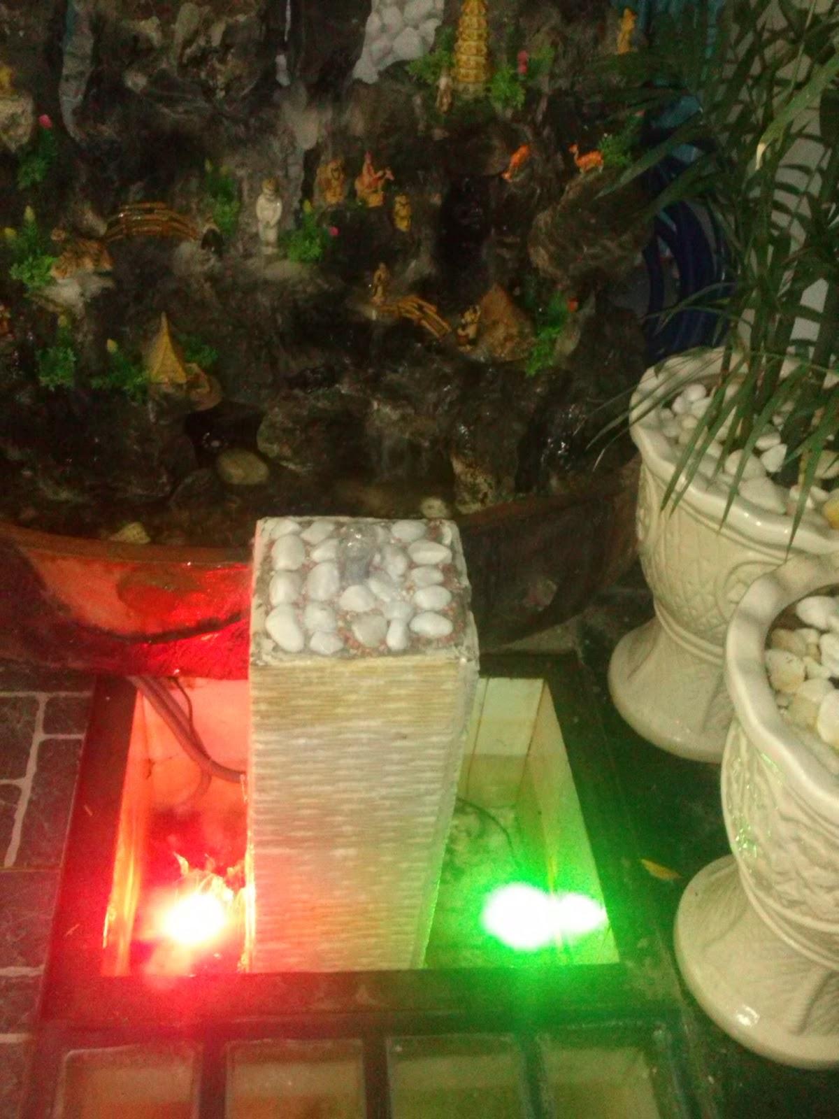 thác nước phong thủy mỹ thuật có đèn lung linh