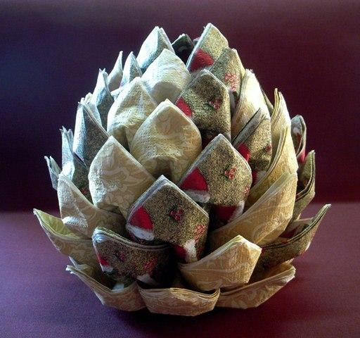 Les cosetes de dudu pi a de servilletas como centro de mesa - Como hacer centros de navidad con pinas ...