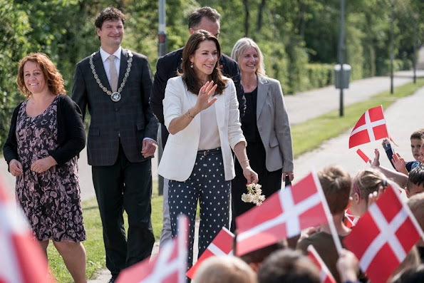 Crown Princess Mary launches anti-bullying programme for nurseries and daycare. Style royal, new dress, fashion new summer dress, Gant Dress, Collection