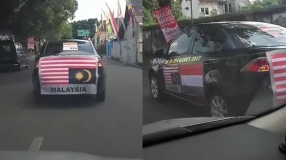 Mobil Dengan Bendera Malaysia Terbalik di Jalanan Solo